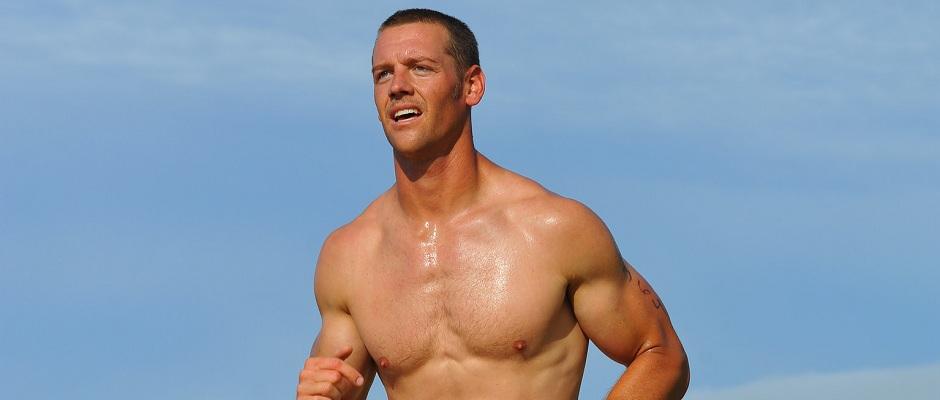 Nackter Oberkörper eines Triathleten