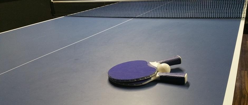 Tischtennisplatte, Schläger & Ball
